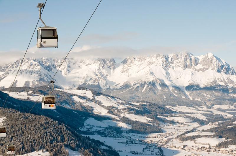 Taubane og Alpene i bakgrunnen.