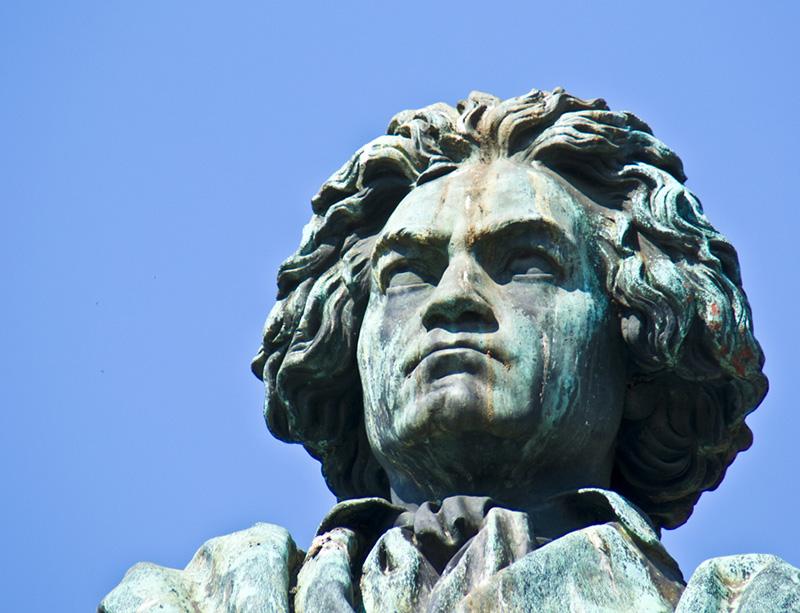 Hodet på en statue av Beethoven.