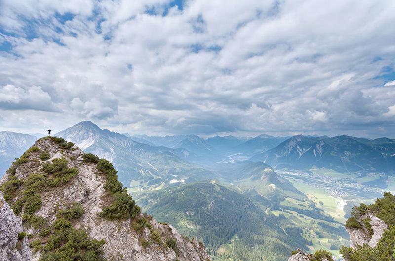 Grønnkledde fjell og åser. Utsikt fra Hahnenkamm.